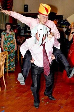 Прикольные конкурсы тамады на свадьбе